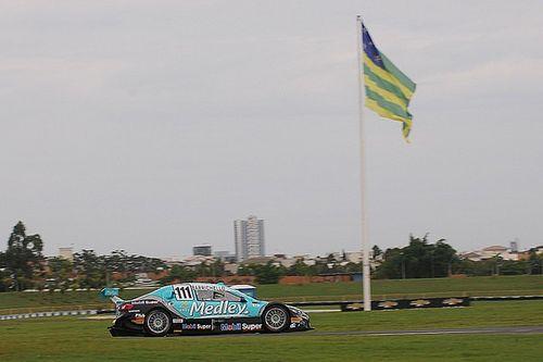 """Barrichello """"sobra"""" em Goiânia e conquista pole position"""