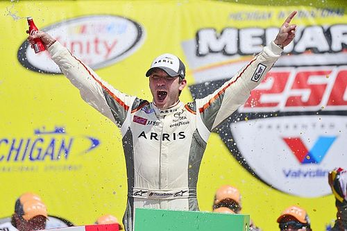 Suárez becomes first Mexican NASCAR driver to win at national level