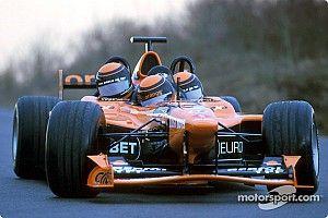 Посмотрите: трехместная машина Формулы 1. Это самый вместительный болид в истории