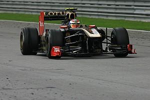 Amikor Petrov ugratott az F1-es Renault-val, majd a kormány a kezében maradt (videó)