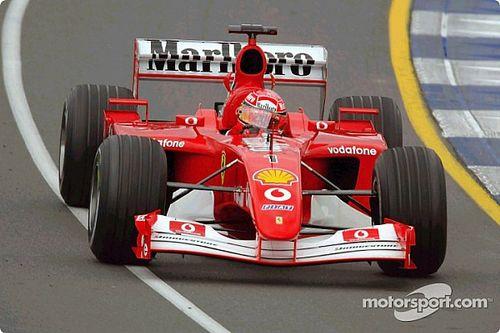Mick Schumacher in actie met de Ferrari F2002 van zijn vader