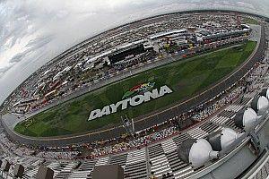 La lluvia obliga a posponer carera en Daytona para el domingo