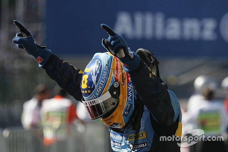 От победы над Шумахером до превращения в мем. 25 легендарных событий в карьере Алонсо
