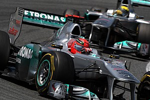 """Voormalig Mercedes-CEO: """"Schumacher was vaderlijk voor Rosberg"""""""