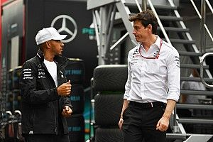 Hamilton believes Wolff shouldn't run Formula 1