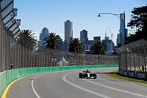Mercedes domina la primera práctica en Australia
