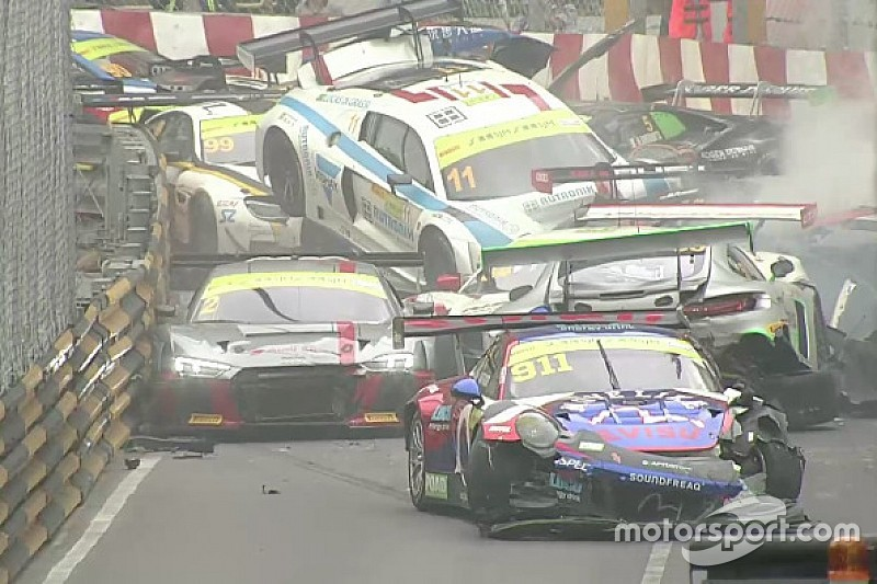 Macau GT qualifying race suspended after multi-car pile-up