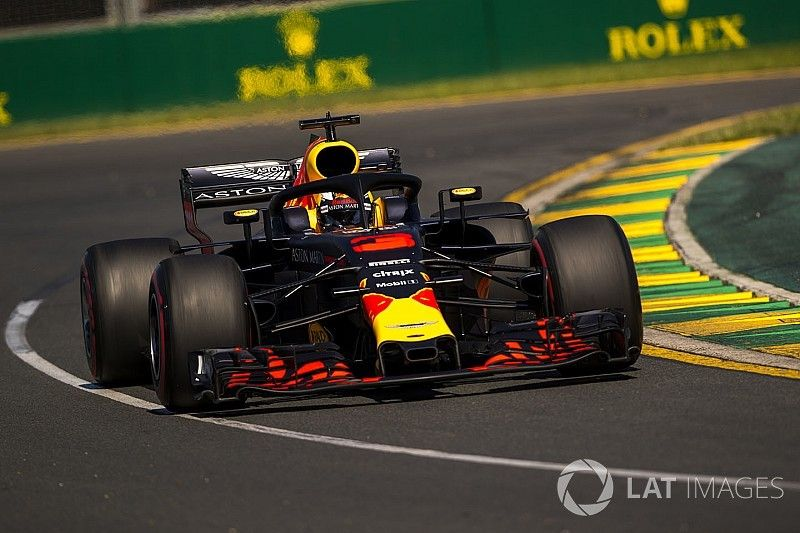"Ricciardo baalt: ""Hamilton is niet te goed, maar Mercedes wel"""