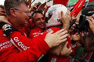 """Vettel leidt van start tot finish: """"Perfect, ongelooflijk"""""""