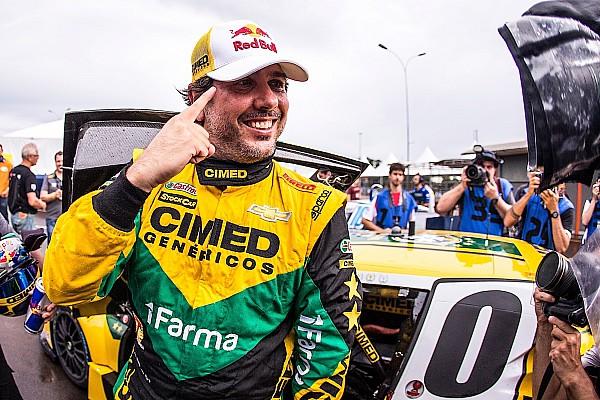Stock Car Brasil Chuva e impasse atrasam treino e Cacá é pole no Velopark