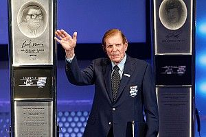 WWII hero and NASCAR HoF inductee Bud Moore dies at age 92