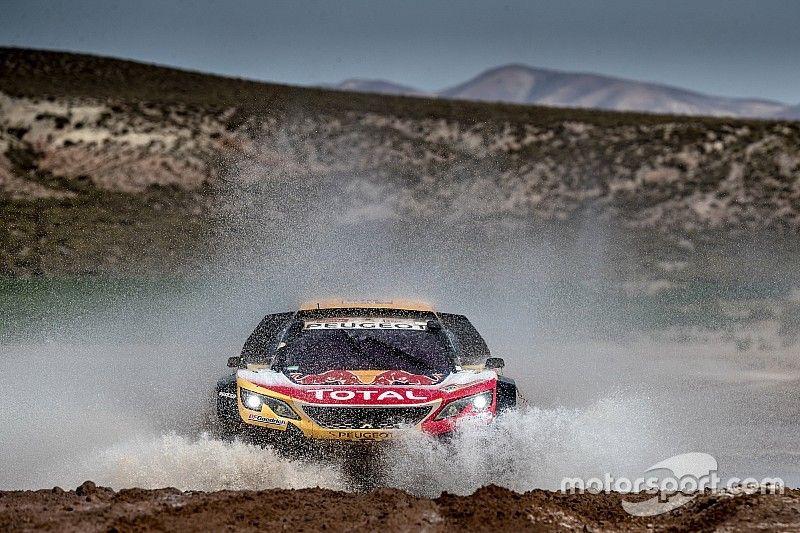 Peterhansel concedes Dakar victory hopes to Sainz