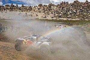 Sainz se hace con el liderato del Dakar tras los problemas de Peterhansel