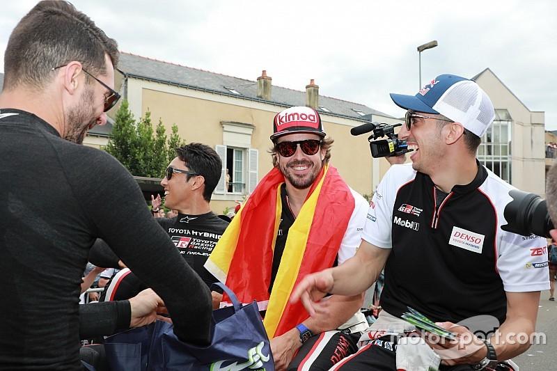 Brown: Alonso'nun McLaren'dan ayrıldığı haberleri doğru değil