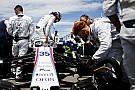 Формула 1 Лоу объяснил проблемы Сироткина с посадкой в кокпите