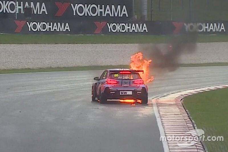 Огненный старт в WTCR – машина чуть не сгорела: видео