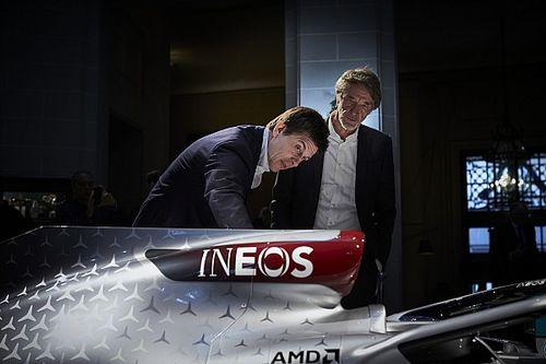 ¿Quién es Jim Ratcliffe y por qué compraría parte de Mercedes F1?