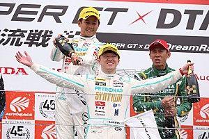宮田莉朋、怒涛の追い上げ。60号車が大逆転でスプリントカップのレース1制す