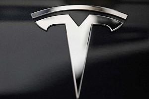 Átlépte a Tesla értéke a 100 millió dollárt a tőzsdén