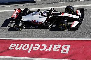 Grosjean volt az első, aki megtörte az autóját