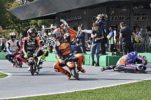"""Galería: así fue la divertida mini carrera de MotoGP """"sin reglas"""" en Japón"""