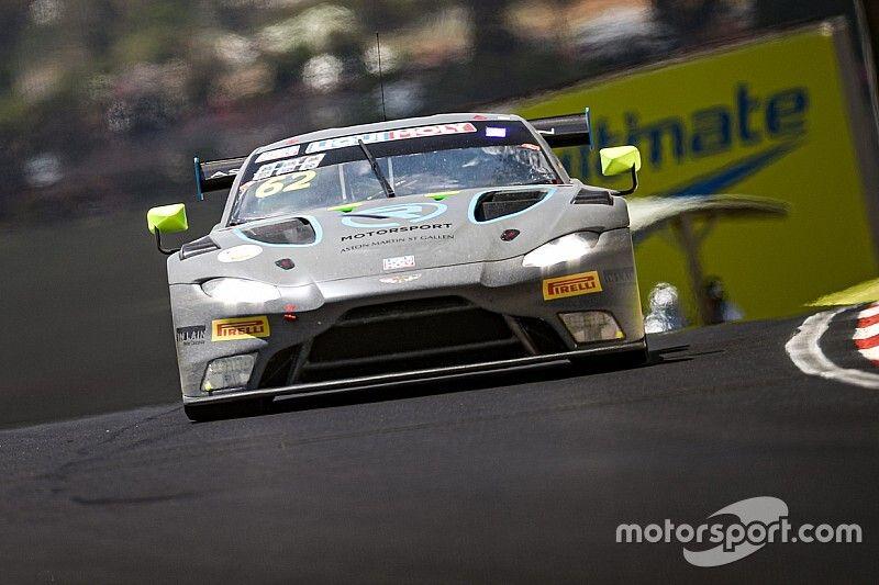 Amatőr felvételen az Aston Martin brutális becsapódása