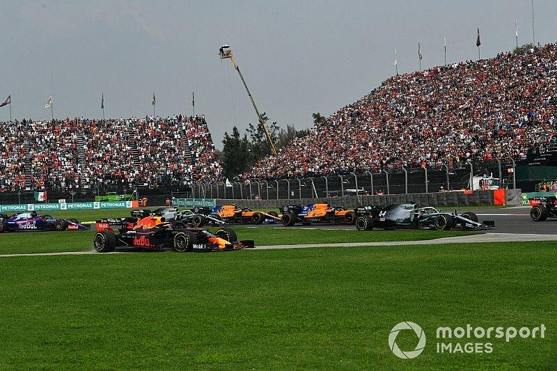 """Hamilton: """"Verstappen'le mücadelede daha fazla boşluk bırakmak zorunda kalıyoruz"""""""