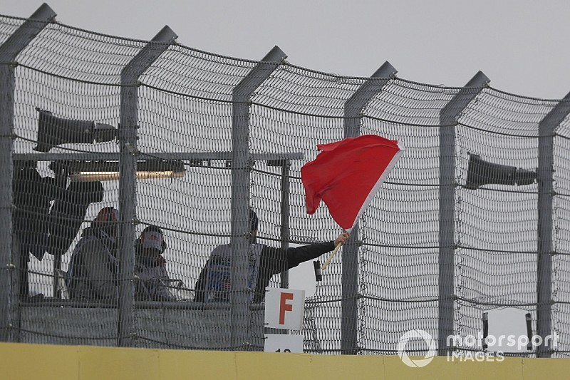 """Vettel dice que las normas de bandera roja son """"incorrectas"""""""