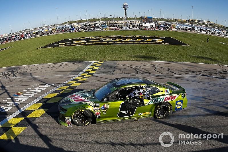 NASCAR Cup Series: Elliott torehkan kemenangan, Larson gugur