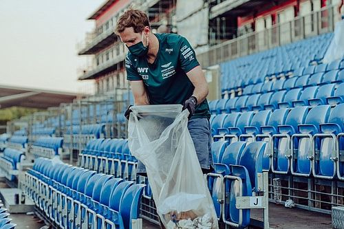 Vettel y su gesto de recoger la basura en el circuito de Silverstone