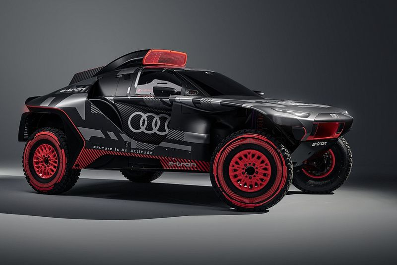 Три мотора и 4 км проводки: прототип Audi для «Дакара»