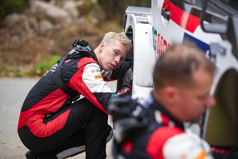 WRC, Rally Finlandia, PS10: Rovanpera sbatte e si ritira