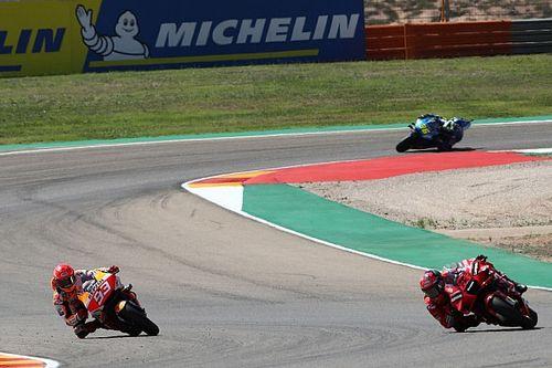 Las mejores fotos del explosivo duelo Bagnaia-Márquez en el GP de Aragón