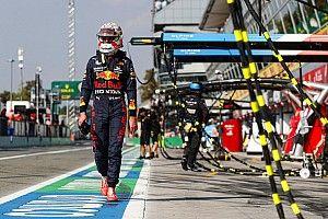 Verstappen és Hamilton balesetéért a lassú kiállások is felelősek lehetnek