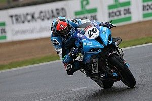 Pembalap British Superbike Brad Jones Masih Koma
