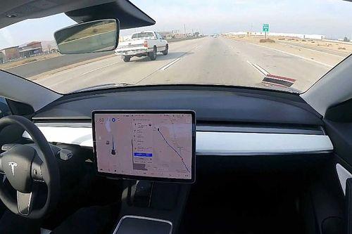 Súlyos biztonsági problémák vannak a Tesla önvezető rendszerével a fogyasztóvédelem szerint