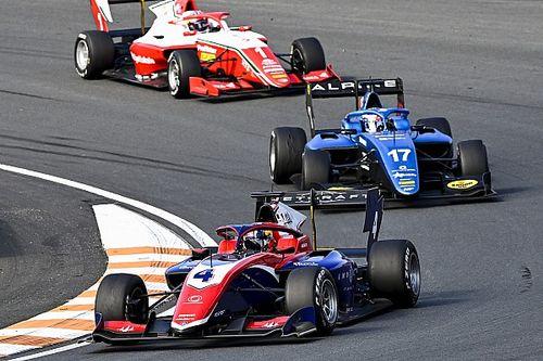 Лидеры Формулы 3 поиграли в поддавки на второй гонке в Зандфорте