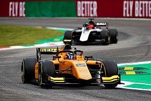Эйткена едва не выбили на последнем круге, но он победил во второй гонке Ф2