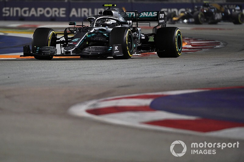 """Hamilton verknalde mijn ronde in Q3"", stelt Bottas"