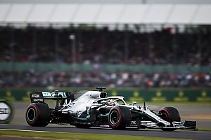 Hamilton aproveita safety car e bate Bottas em corrida marcada por erro de Vettel