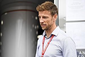 Meg kellett műteni Jenson Button 10 hónapos kisfiát