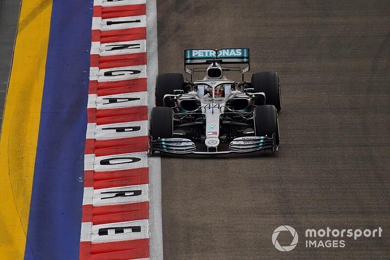 Хэмилтон стал быстрейшим в пятницу на Гран При Сингапура