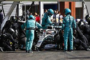 Mercedes: Ezért volt hosszú Hamilton belgiumi kiállása