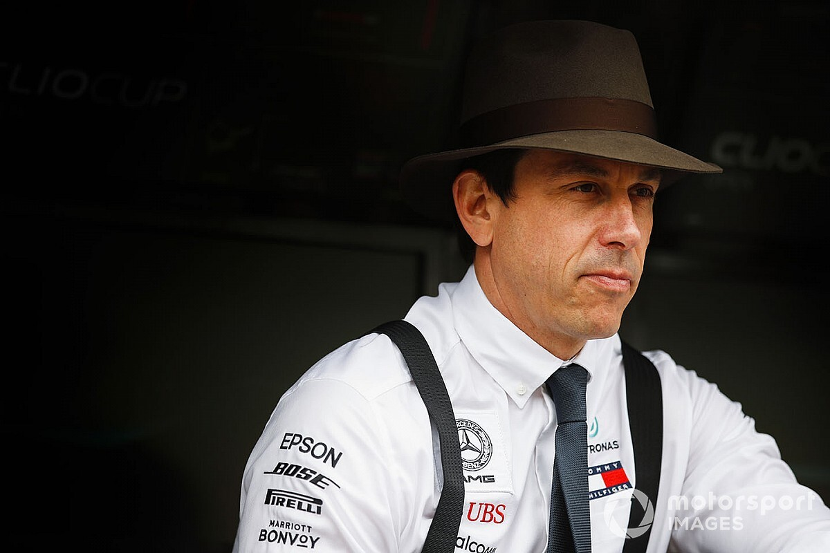 Wolff, Mercedes'in güçlü performansına rağmen temkinli