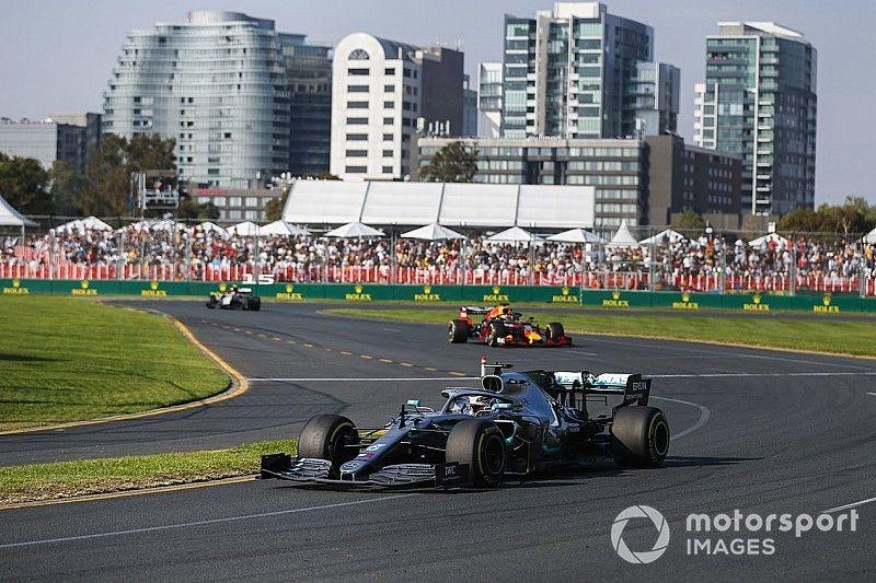 Mercedes descubre daño en el piso del auto de Hamilton