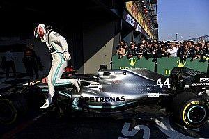 Hamilton nagyon rákkattant a repülésre: videó