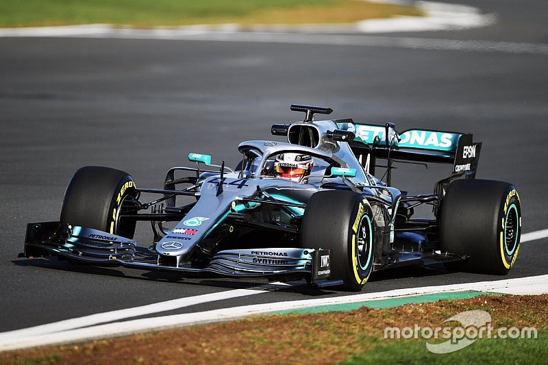 Mercedes, W10'u ilk kez Silverstone'da piste çıkardı!