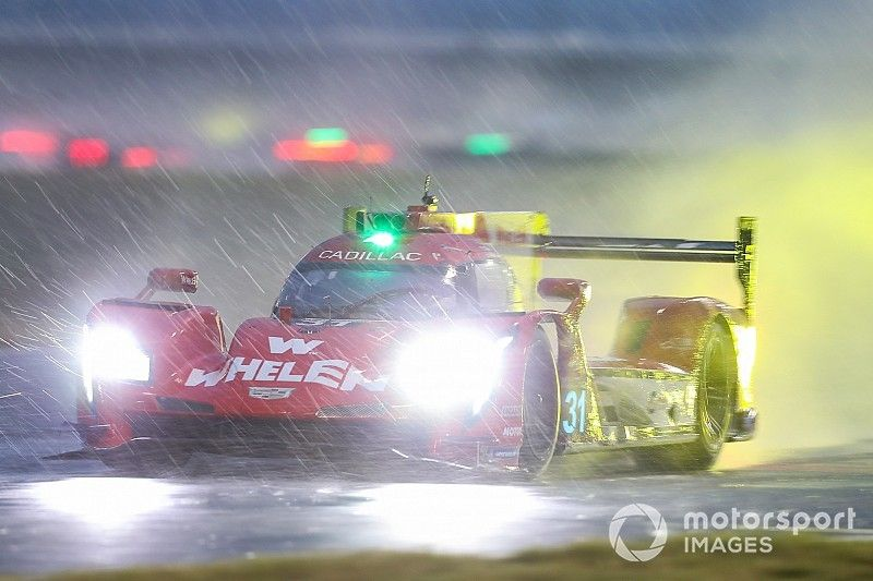 Duelo Nasr-Alonso y bandera roja en Daytona a dos horas del final