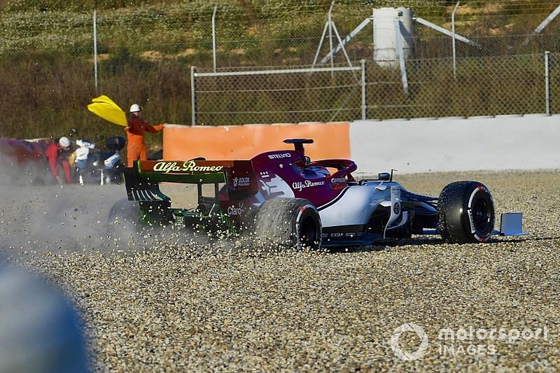 Raikkonen acabó en la grava en su primera vuelta con el nuevo Alfa Romeo