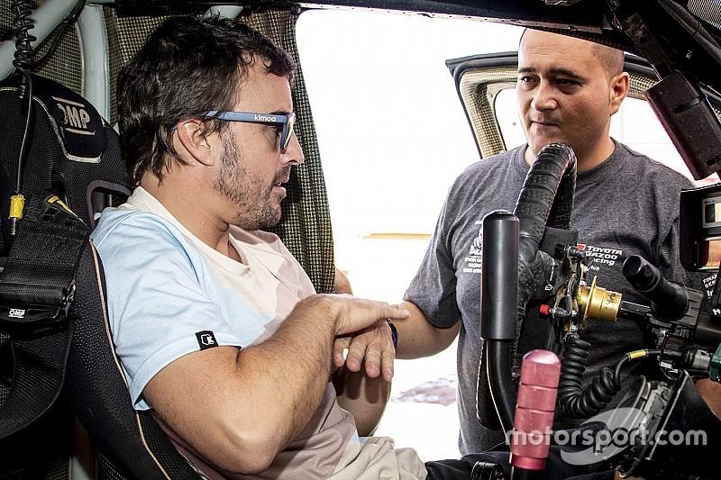 In beeld: Fernando Alonso test Toyota in de woestijn